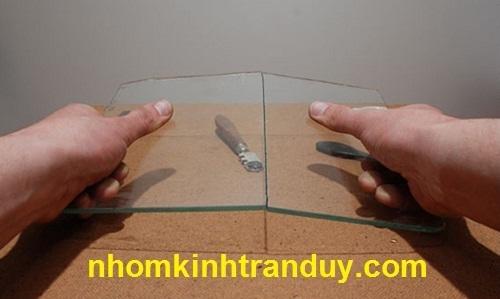 cắt kính cường lực tại nhà